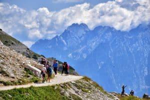 randonnée en montagne en famille