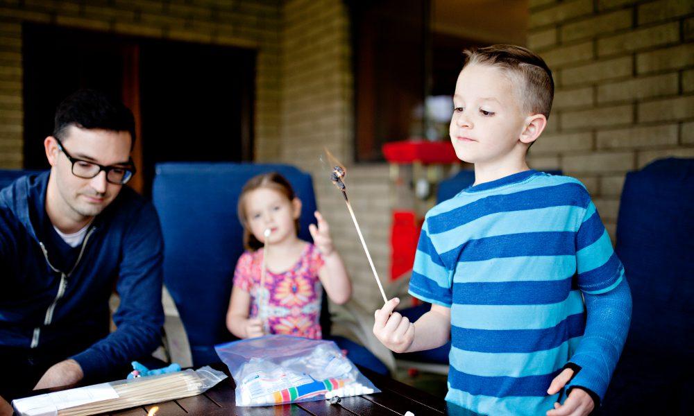 Enfant et plâtre : comment occuper un enfant blessé pendant les vacances ?
