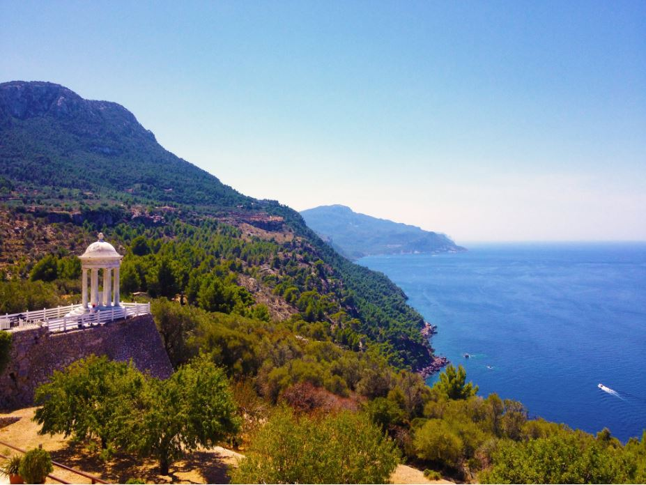 Vue sur la mer Méditerranée depuis le littoral espagnol