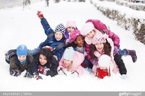 Mon enfant part en classe de neige : que mettre dans sa valise ?